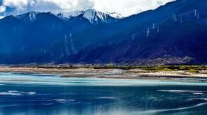 雅鲁藏布江风景图片